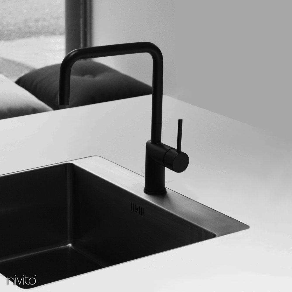 Crna kuhinjska pipa